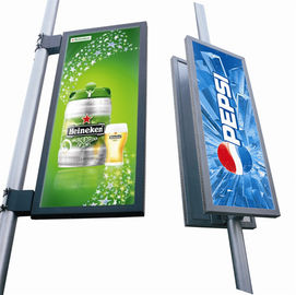 China 15625 Dots /㎡ P8 Outdoor Led Display Screen 4500~5000cd/㎡ Brightness For Street Lighting Pole distributor